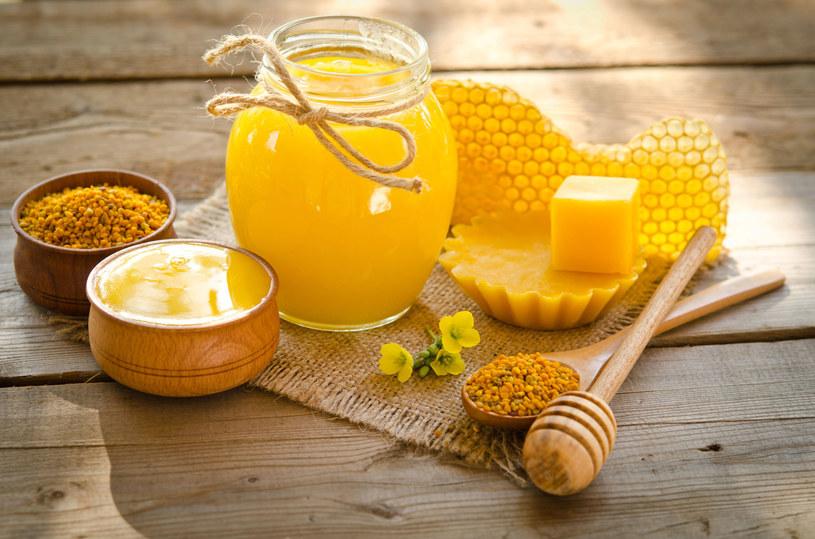 Maść pszczelą warto kupić w aptece /123RF/PICSEL