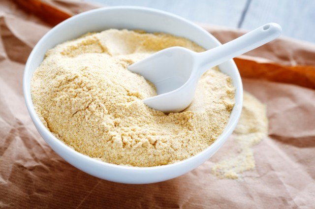 maseczka mąka z ciecierzycy /© Photogenica