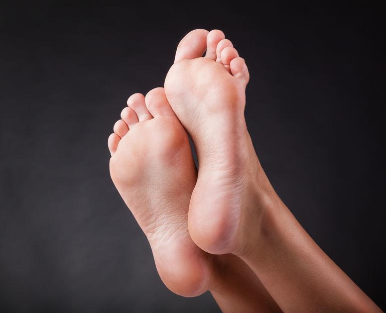 Maseczka z oleju kokosowego to sposób na piękne i zadbane stopy