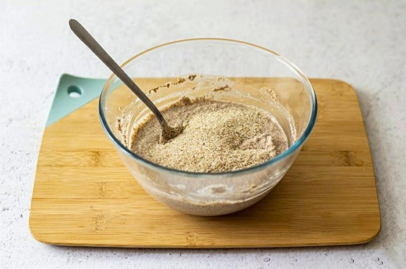 Maseczka z siemienia lnianego to idealne rozwiązanie dla cery suchej /123RF/PICSEL