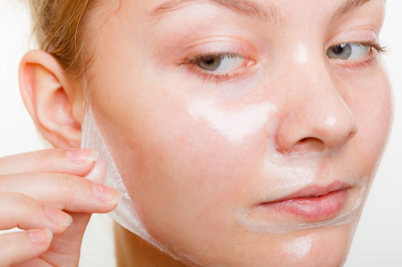 Maseczki dogłębnie oczyszczają skórę z zanieczyszczeń /123RF/PICSEL