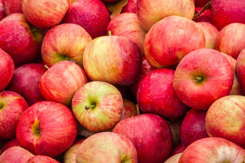 Maseczki z jabłek są doskonałe dla kobiet z cerą tłustą i mieszaną /123RF/PICSEL