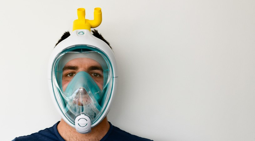Maska do nurkowania przerobiona na aparat do wentylacji pacjentów /materiały prasowe