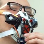 Maska ochronna, która sama się zamyka i otwiera