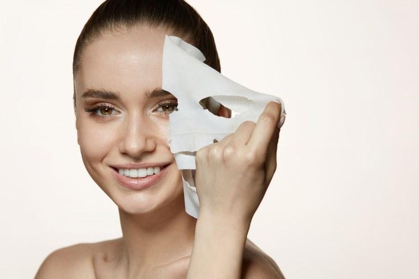 Maski w płachcie to bardzo wygodne rozwiązanie /123RF/PICSEL