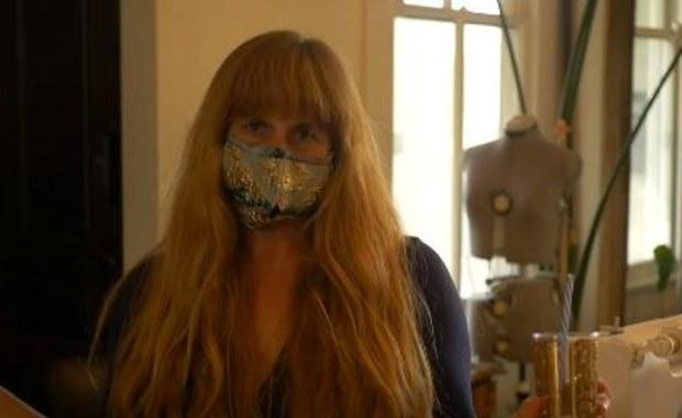 Maski z otworem na... słomkę