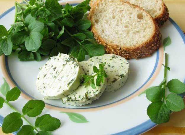 Masła ziołowe to doskonały dodatek do pieczywa /123RF/PICSEL