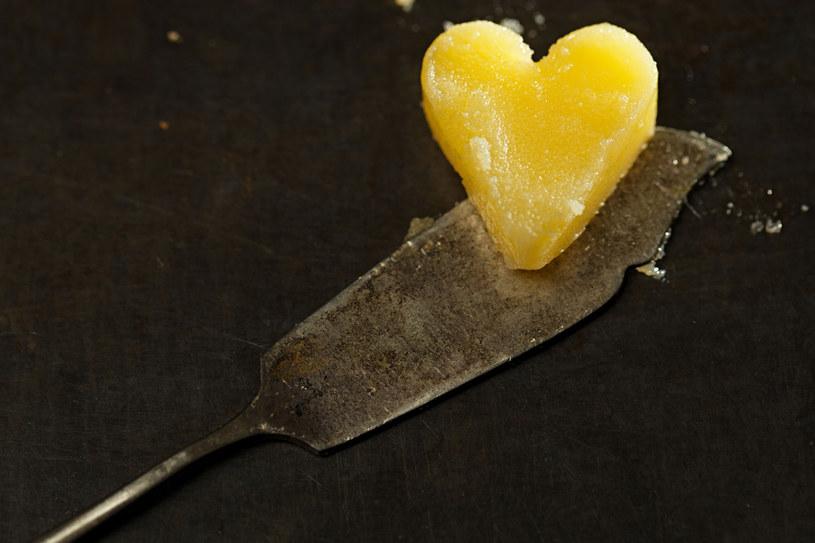Masło klarowane to tłuszcz zwierzęcy wytwarzany przez długotrwałe podgrzewanie na niedużym ogniu /123RF/PICSEL