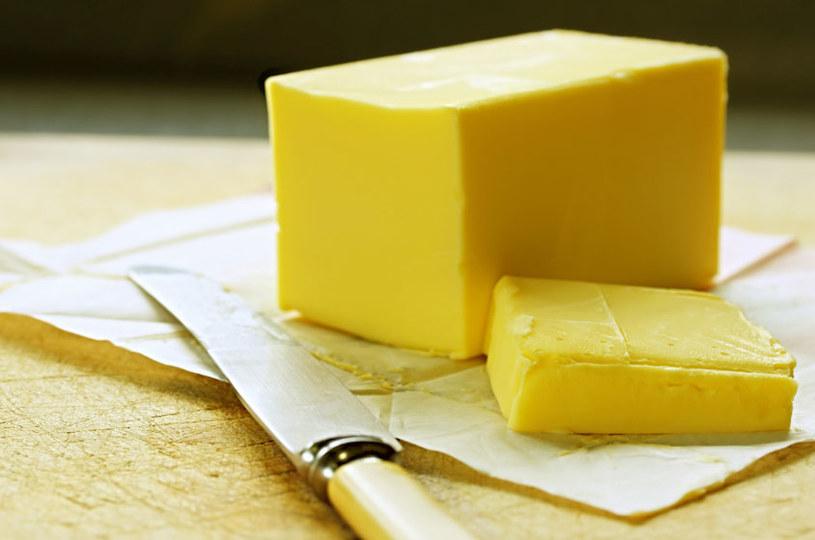 Masło na wyschnięty ser /© Photogenica