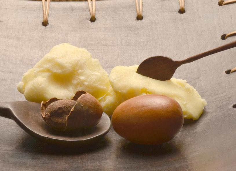 Masło shea w duecie z jajkiem - sposób na gładkie i odżywione włosy /123RF/PICSEL