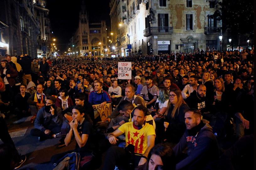 Masowe akcje protestacyjne w Katalonii rozpoczęły się w ubiegły poniedziałek /QUIQUE GARCIA /PAP/EPA