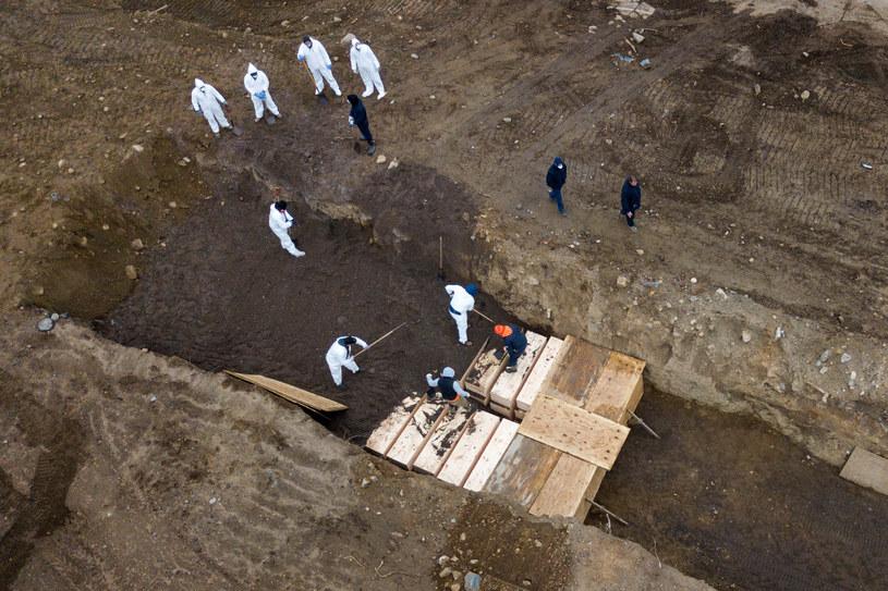 Masowe groby na wyspie Hart w Nowym Jorku / LUCAS JACKSON/Reuters /Agencja FORUM