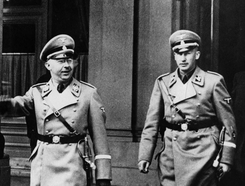 Masowi mordercy: Reinhard Heydrich (z prawej) i jego szef Heinrich Himmler /AP Photo /East News