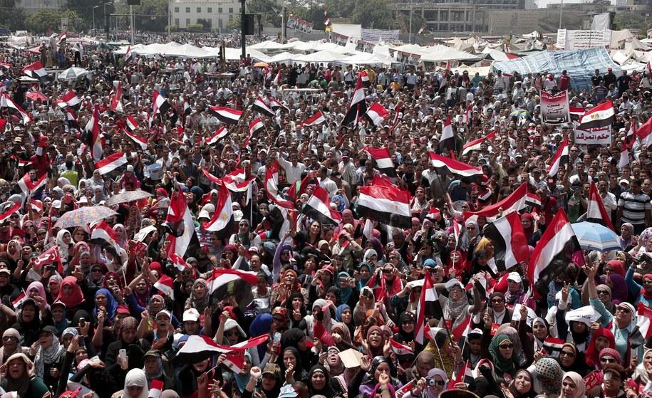 Masowymi protesty społeczne na placu Tahrir /ANDRE PAIN /PAP/EPA