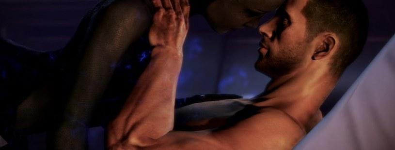 Mass Effect 3 - scena stosunku głównego bohatera z przedstawicielką obcej cywilizacji - fragment zamieszczony za pośrednictwem serwisu youtube.com na kanale /MassEffectIGN /materiały źródłowe