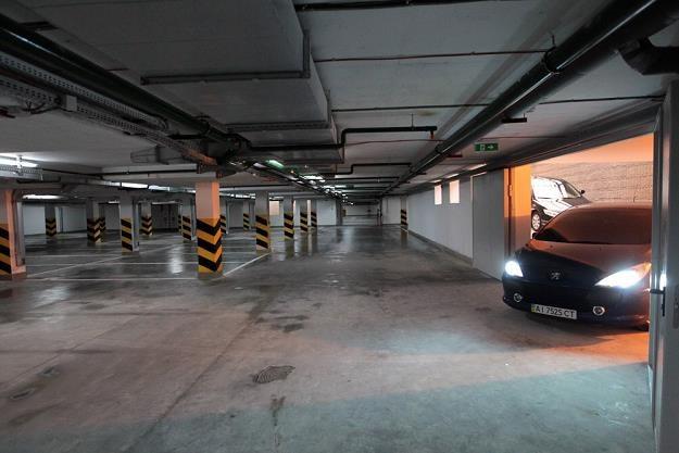 Masz miejsce w takim garażu pod blokiem? / Fot: Sasha Shtorm / Photolenta /East News