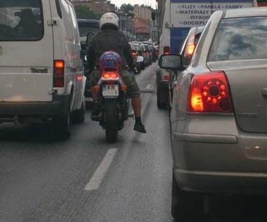 Masz motocykl? Stój w korku, albo zapłacisz mandat!