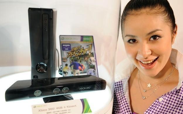 """Masz ochotę na nową konsolę Xbox 360 z 250Gb dyskiem twardym? Może """"twoja stara"""" to zrozumie... /AFP"""