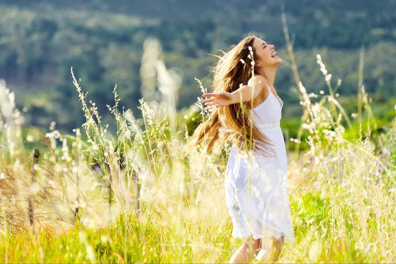 Masz wahania nastroju, częściej dopadają cię smutki? Czasem wystarczy zmienić dietę, by powróciła radość życia. /123RF/PICSEL