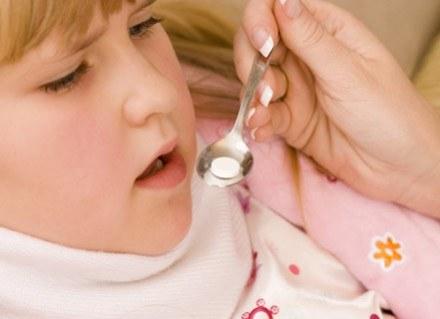 Masz wątpliwości, jak podawać dziecku lekarstwa? Przeczytaj