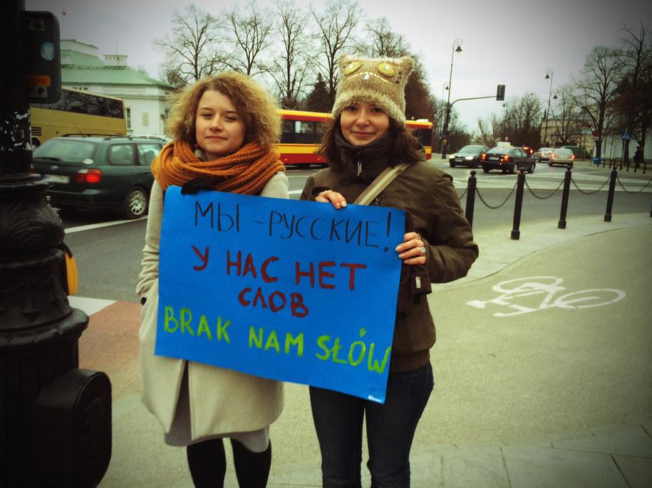 Masza i Julia pod ambasadą Rosji w Warszawie /Mariusz PIekarski /RMF FM