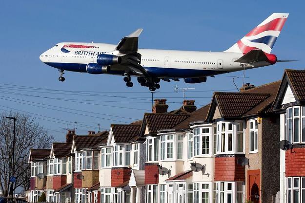 Maszyna BA w pobliżu lotniska Heathrow w Londynie /AFP