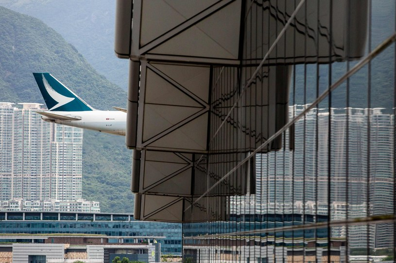 Maszyna Cathay Pacific ląduje na lotnisku w Hongkongu /AFP