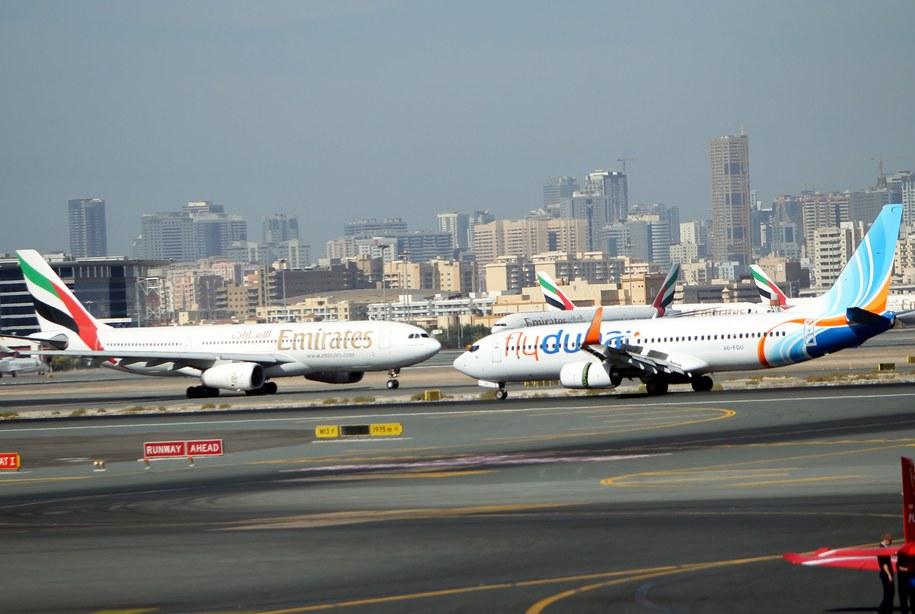 Maszyna linii flydubai (po prawej) na lotnisku w Dubaju (zdjęcie ilustracyjne) /ALI HAIDER   /PAP/EPA