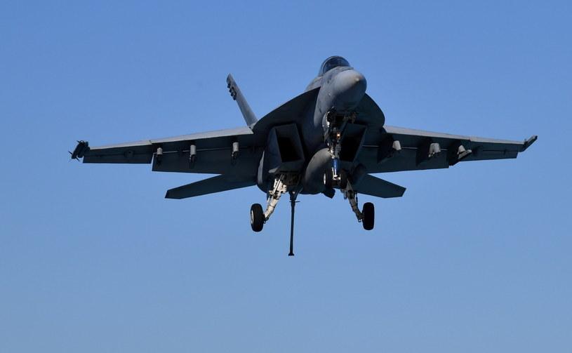 Maszyna runęła do pustynnego Tęczowego Kanionu; na zdj. F-18E Super Hornet /Darren England /PAP/EPA
