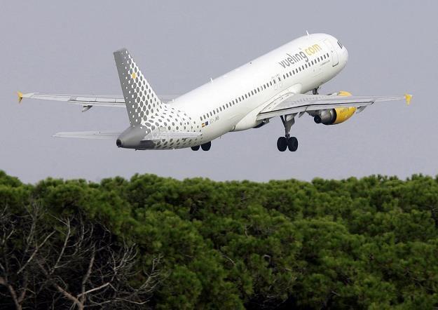 Maszyna Vueling Airlines startująca z lotniska w Barcelonie /