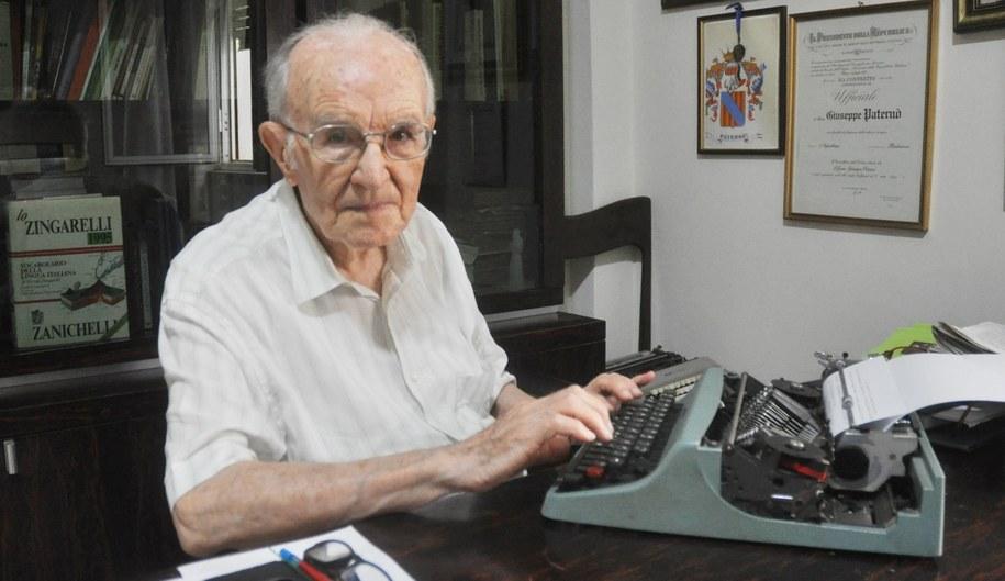 Maszynę do pisania 96-latek dostał w prezencie w 1984 roku /Alessandro FUCARINI /PAP/EPA