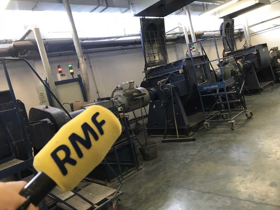 Maszyny w jedynej w Polsce, działającej od prawie 130 lat fabryce ołówków i kredek w mazowieckim Pruszkowie /Michał Dobrołowicz /RMF FM
