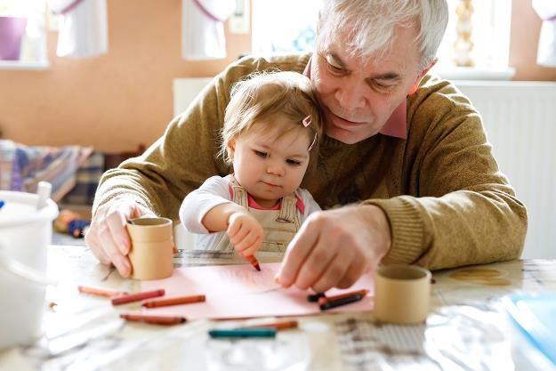 Matczyne emerytury nie dla ojców... /©123RF/PICSEL