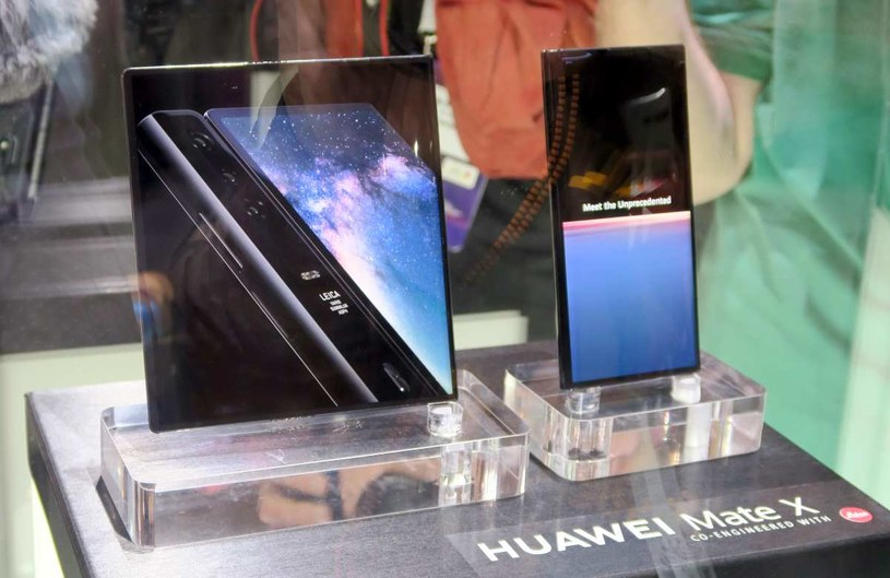 """Mate X - Huawei również nie pozwalał dotknąć swojego telefonu """"tak po prostu"""" na MWC 2019 /INTERIA.PL"""