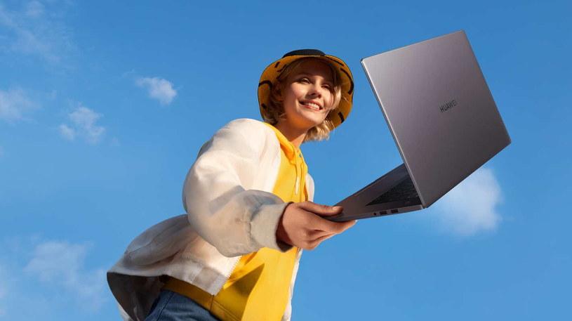 MateBook D 15 to idealny towarzysz do pociągu, samolotu czy metra /materiały prasowe