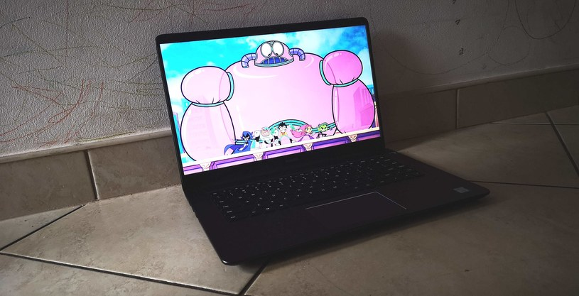 MateBook D - ekran oferuje dobry kontrast, kolory i efektywny kąt widzenia, nawet w przypadku padających na ekran promieni słonecznych /INTERIA.PL