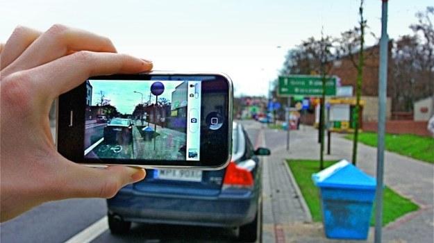 Materiał zdjęciowy wraz z doniesieniem należy złożyć na komisariacie policji. /Motor