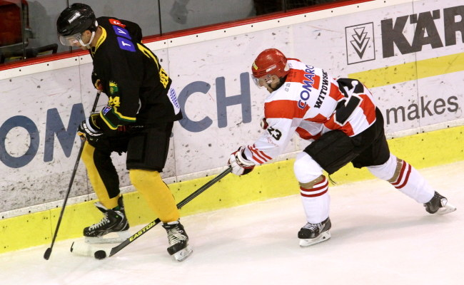 Mateusz Bepierszcz (HC GKS Katowice) i Sebastian Witowski (Comarch Cracovia) /Jacek Bednarczyk /PAP