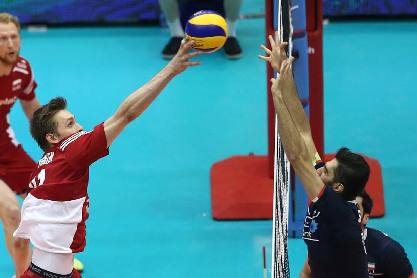 Mateusz Bieniek (z lewej) w meczu z Iranem /www.fivb.org