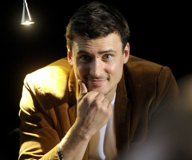 Mateusz Damięcki ostrzega przed serialem, w którym użycza głosu głównej postaci