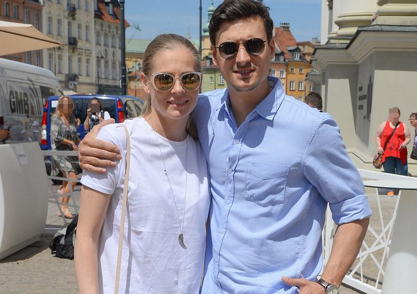 Mateusz Damięcki z żoną, Pauliną /Jarosław Antoniak /MWMedia