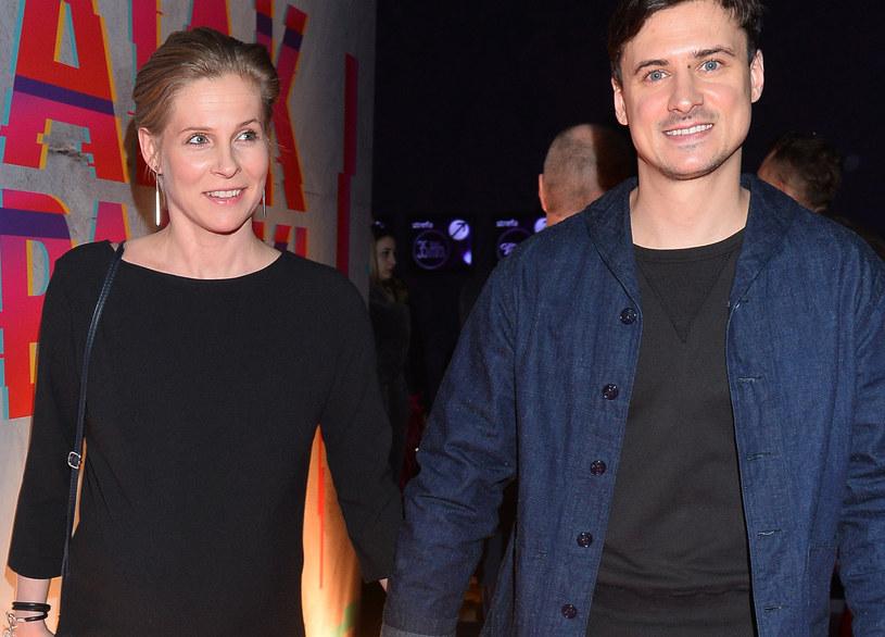 Mateusz Damięcki z żoną /MWMedia