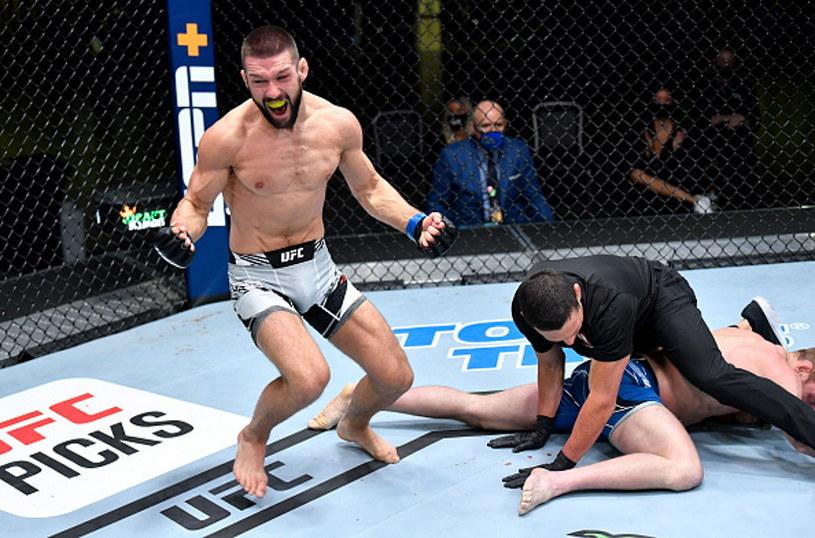 Mateusz Gamrot cieszy się z pierwszego zwycięstwa w UFC /Chris Unger/Zuffa LLC /Getty Images