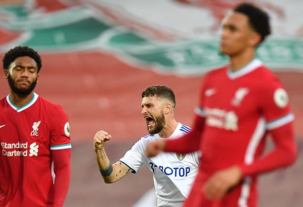 Mateusz Klich cieszy się ze strzelenia gola w meczu przeciwko FC Liverpool /PAUL ELLIS/POOL /PAP/EPA