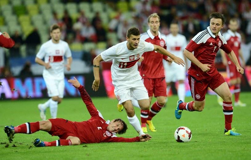 Mateusz Klich (w środku) podczas meczu Polska - Dania w 2013 roku /AFP