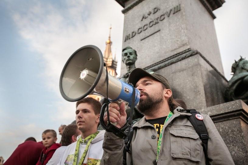 Mateusz Klinowski podczas Marszu Wyzwolenia Konopii, Kraków, 2012. /Mieszko Stanisławski /East News