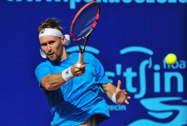 Mateusz Kowalczyk awansował do turnieju głównego z eliminacji /Marcin Bielecki /PAP