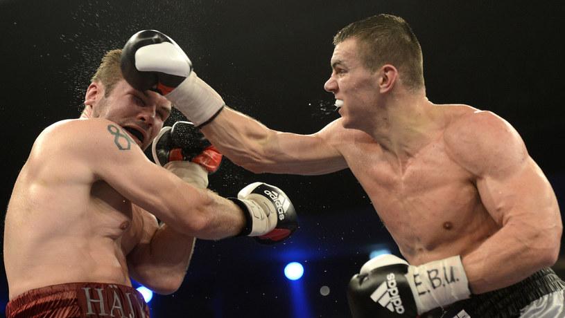 Mateusz Masternak w pojedynku z Juho Haapoją /AFP