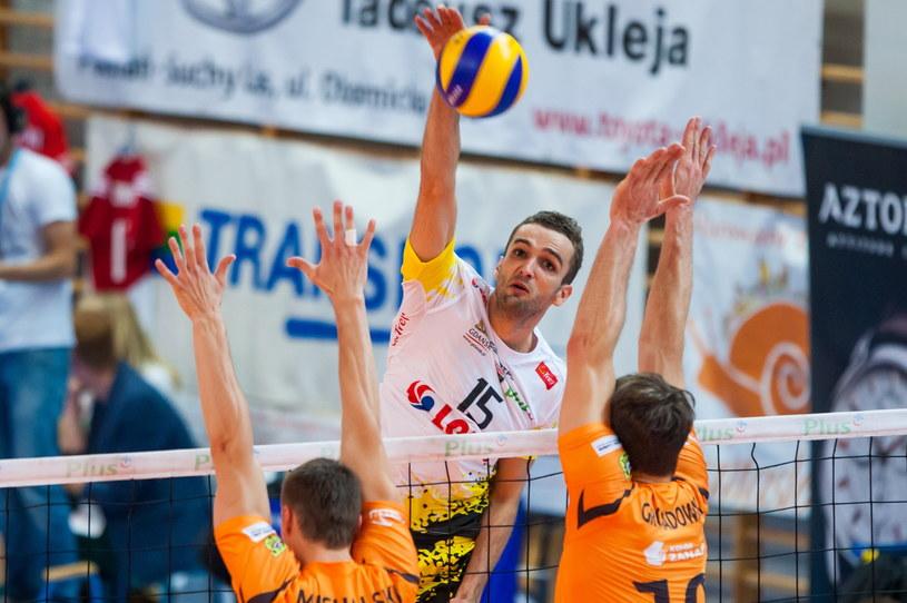 Mateusz Mika w ataku w finale memoriału Arkadiusza Gołasia /Paweł Jaskółka /PAP