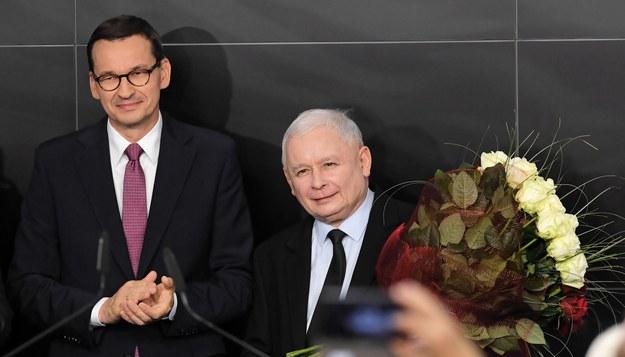 Mateusz Morawiecki i Jarosław Kaczyński / Radek Pietruszka   /PAP
